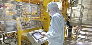 製品の調合・パッケージングなどのオペレーション業務から設備の点検に至るまで、生産工程におけるあらゆる業務を請負可能。